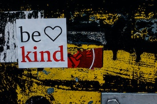 Be kind (sign) and heart shape